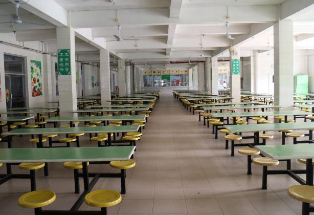 学校餐厅装修图