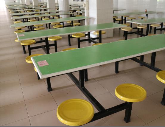 学校食堂—学生的饮食伙伴图片