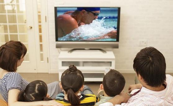电视便成了孩子最迷恋的小伙伴